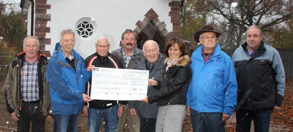 Schaffige Rentner nutzen Spende für die Renovierung der Friedhofskapelle